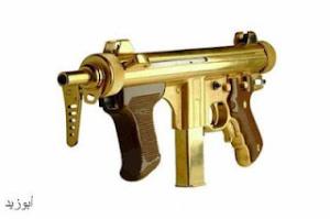 ... yang berlapiskan emas mohammed al babi memegang senjata api yang
